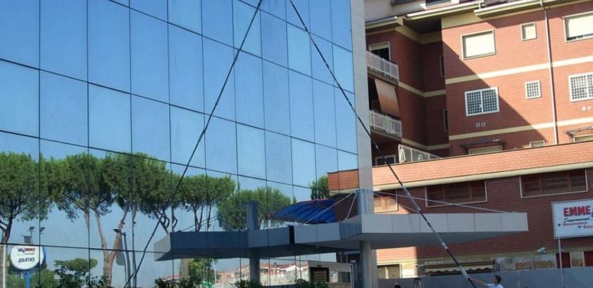 Pulizia pannelli solari e superfici vetrate