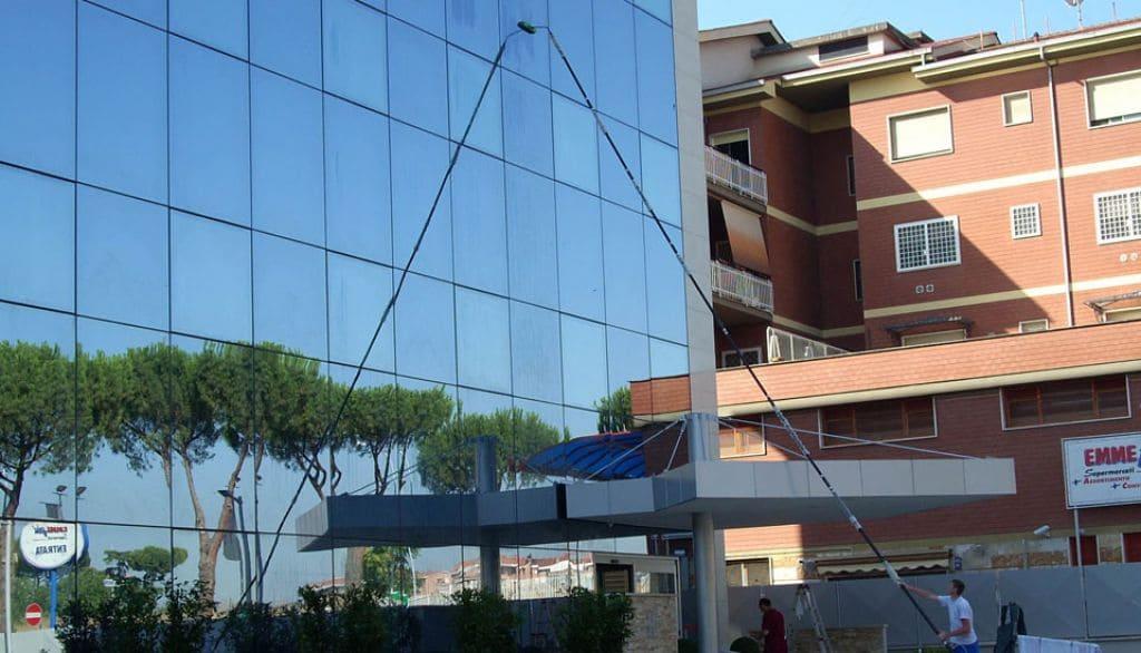 Pulizia ordinaria superfici vetrate impianti fotovoltaici